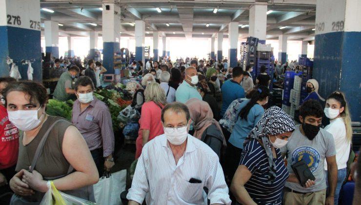 Antalya'da semt pazarında korkutan tam kapanma yoğunluğu