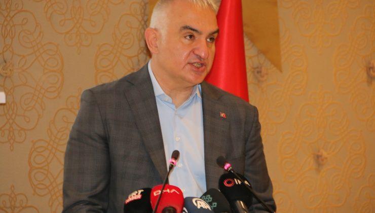 """Bakan Ersoy: """"Mayıs sonuna kadar tüm turizm çalışanları aşılanacak"""""""