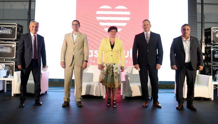 Başkan Uysal panelde Antalya'yı anlattı
