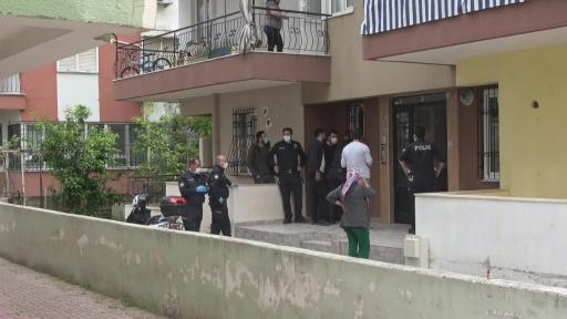 Bunalıma girdi, kendisine bıçakla zarar verdi…Kendisini eve kilitleyen öfkeli adam için polis seferber oldu
