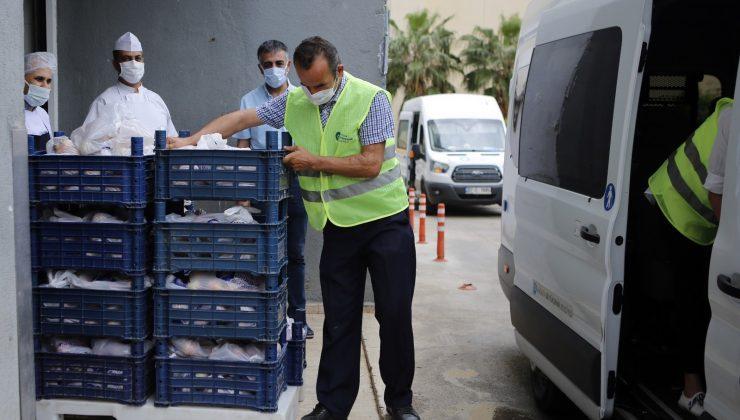 Büyükşehir sağlık çalışanlarına elma dağıttı