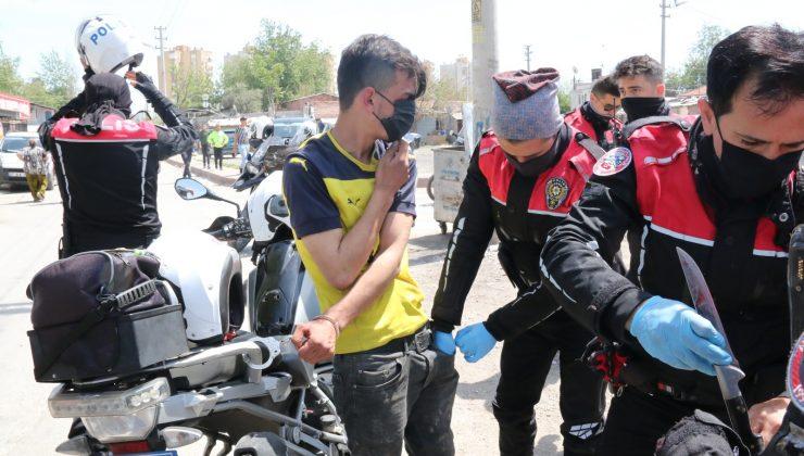 Çaldığı 30 bin TL ve altın dolu poşetle koşarken devriye gezen polis ekibinin önüne düştü