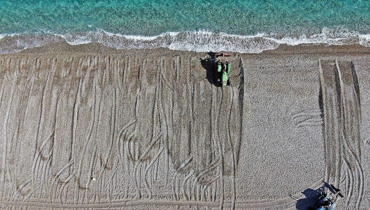 Dünyaca ünlü sahil traktörlerle tarla gibi sürülüp sezona hazırlanıyor
