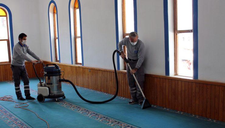 İlçelerdeki camiler temizlenerek dezenfekte edildi
