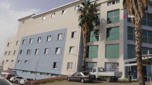 Kafesten kaçan maymun otel çalışanını hastanelik etti