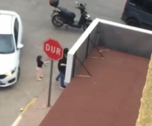 Küçük kızın gözü önünde kaza kavgası
