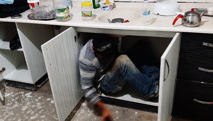 Kumar baskınında mutfak dolabının içinden çıktı