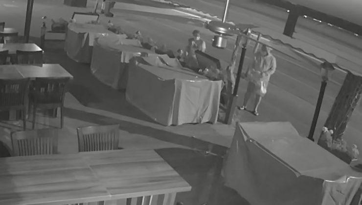 (Özel) Alanya'da restoran önünden çiçek hırsızlığı kamerada