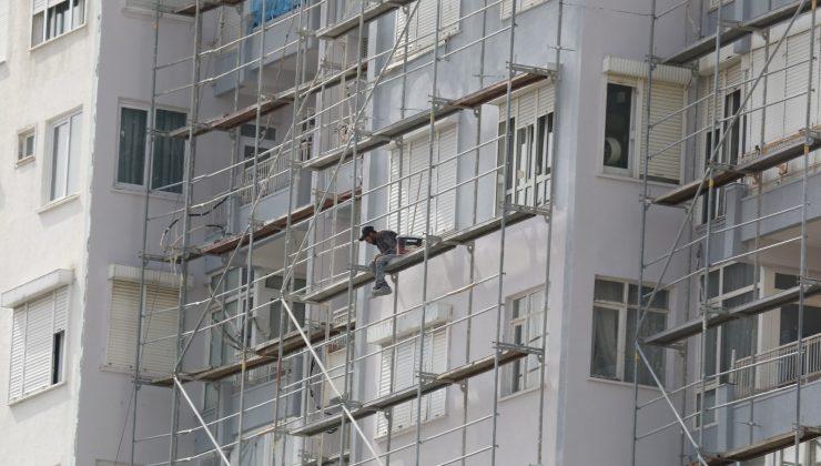 (Özel) İnşaat işçisinin 10'uncu kattaki tehlikeli çalışması yürekleri ağza getirdi