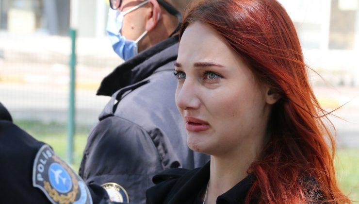 (ÖZEL) Polis noktasında erkek arkadaşına ceza yazıldığını düşünüp, gözyaşlarını tutamadı