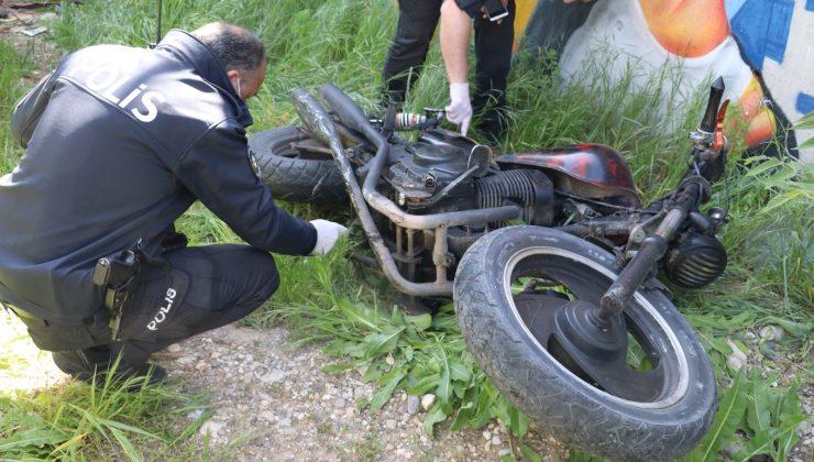 Polisin 'dur' ihtarına uymayan motosiklet sürücüsü, ortalığı birbirine kattı