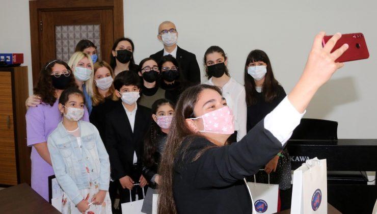 Rektör Özkan  ödüllü konservatuvar öğrencilerini ağırladı