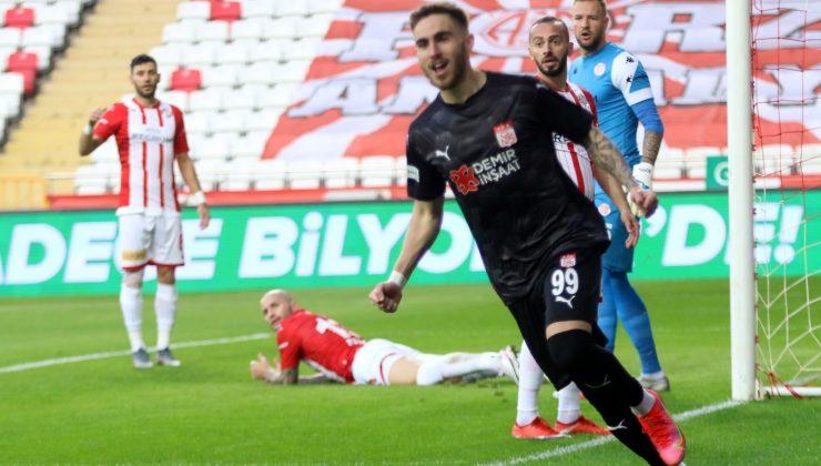 Süper Lig: FT Antalyaspor: 1 – DG Sivasspor:2 (İlk yarı)