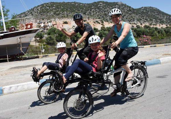 4 kişilik İsviçreli aile, 2 bisikletle Türkiye'yi geziyor