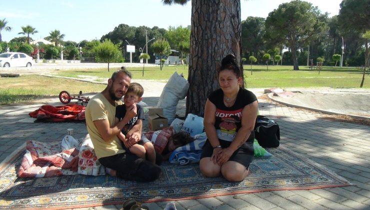 Aileleriyle tartışıp evden kovuldular, parkta yaşamaya başladılar
