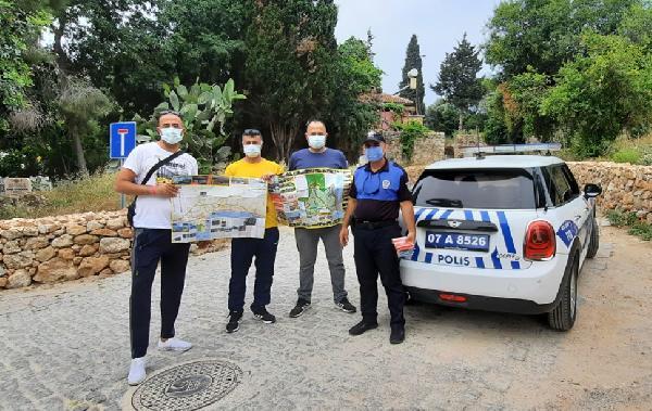 Alanya'da turistlere harita dağıtıldı