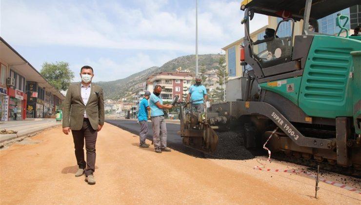 Alanya'nın yeni prestij caddesinde asfalt çalışmasına başlandı