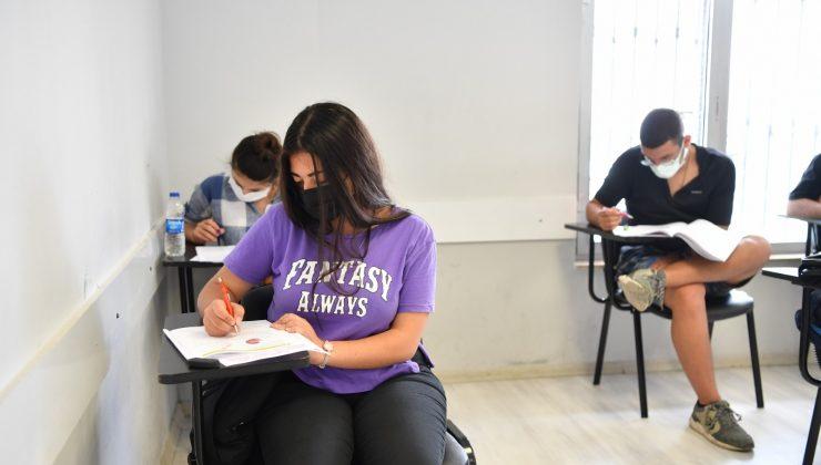 Aldıkları eğitimleri deneme sınavlarıyla pekiştiriyorlar