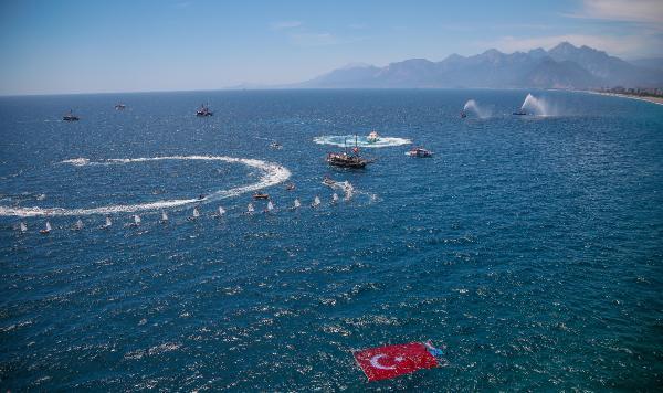 Antalya açıklarında deniz araçlarıyla '19 Mayıs' gösterisi
