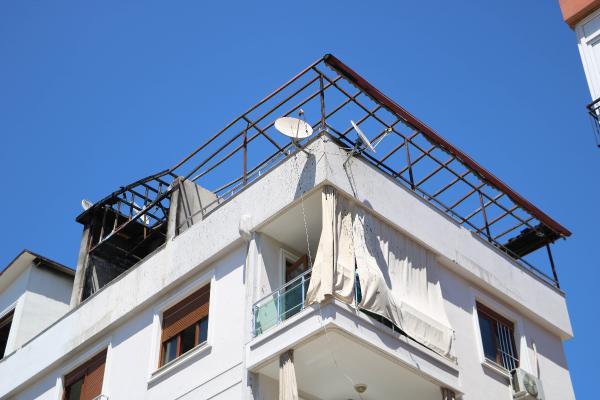 Antalya'da 2 daire alev alev yandı/ Ek fotoğraflar