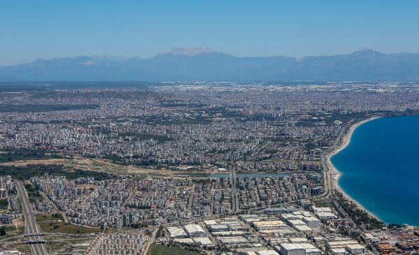 Antalya'da görüş mesafesi 40 kilometreyi geçti