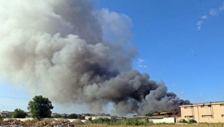 Antalya'da otel ekipmanları deposunda büyük yangın