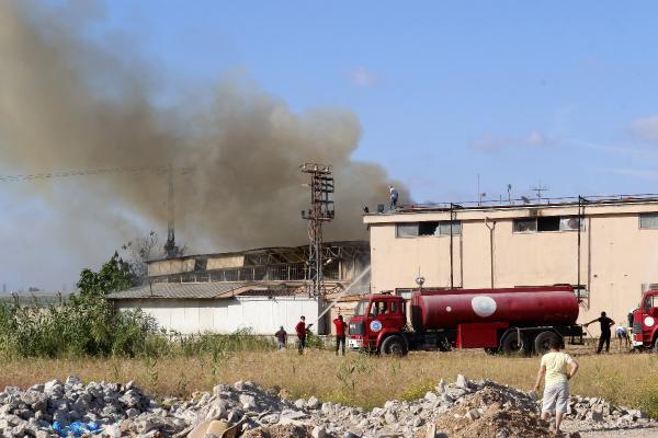 Antalya'da otel ekipmanları satan firmanın deposunda korkutan yangın