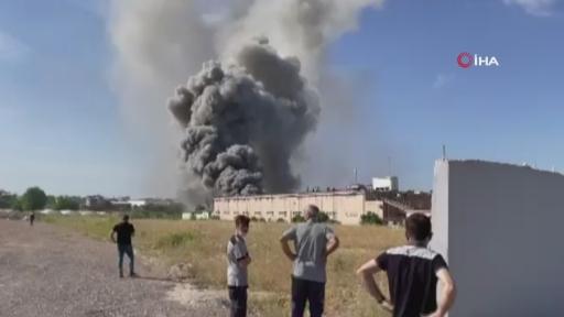 Antalya'nın Aksu İlçesi'nde bir depoda yangın çıktı