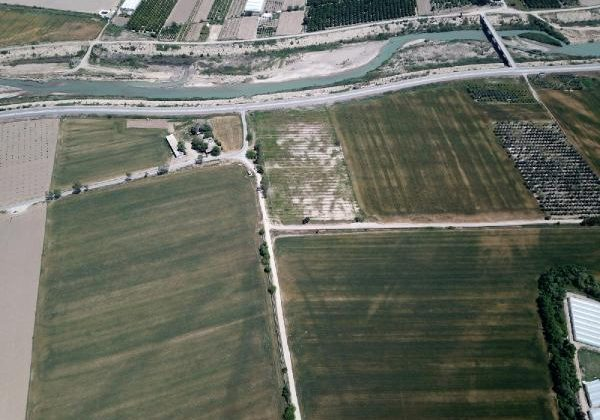 AÜ'nün Aksu'daki tarım arazisine dronlu takip