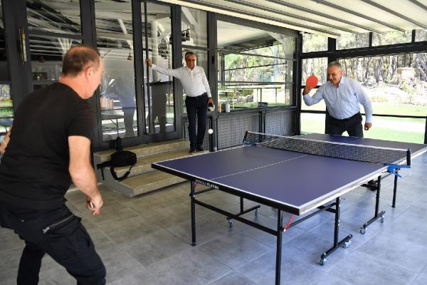 Başkan Esen, Sümer Ezgü ile masa tenisi oynadı