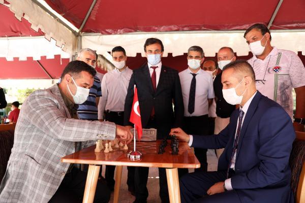 Başkan Yücel, Satranç Turnuvası'nda öğrencilerle buluştu