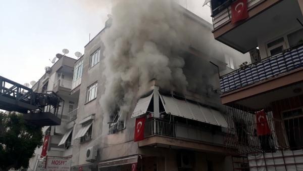 Bayram sabahı evlerinde yangın çıktı