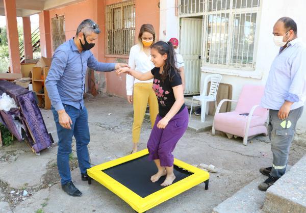 Belçika'dan otizmli çocuklara trambolin hediyesi