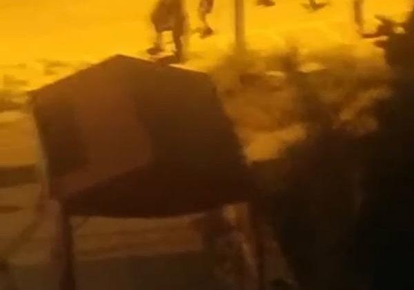 Bir grup genç kavgaya tutuştu; görüntüleyen kişi 'Savaş başlasın' dedi