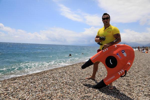Cankurtaran robot 'Fasty' sahilde görevde