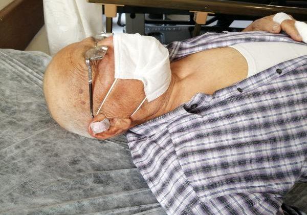 Cenazesine katıldığı kadının eşi tarafından sopayla dövüldü