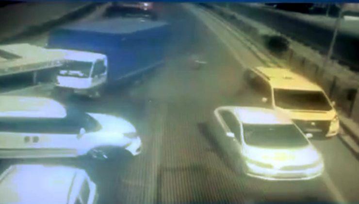 Freni patlayan kamyon araçların arasına daldı: 2 yaralı