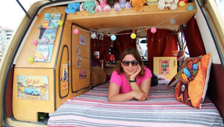 Genç hemşire klasik otomobil ile karavan hayalini birleştirdi, evi karavanı oldu