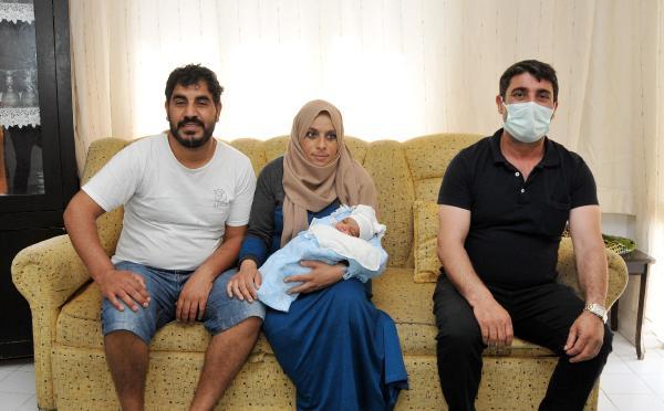 Hastaneye gitmek için bindiği takside doğum yaptı