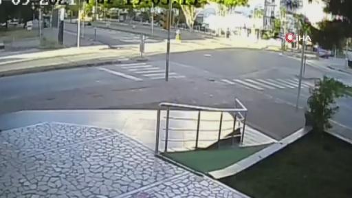 Işık ihlali kazaya neden oldu…Ortalığın savaş alanına döndüğü feci kaza kamerada