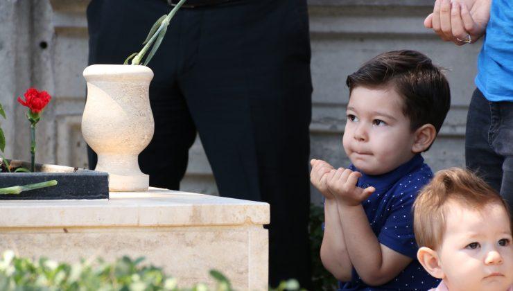 İsmini aldığı şehit dayısına minik elleriyle dua etti