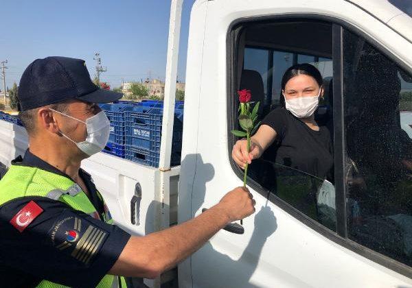 Jandarma Anneler Günü'nü unutmadı