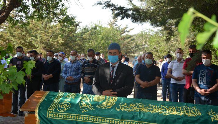 Kazada hayatını kaybeden 2 kişi gözyaşları arasında toprağa verildi