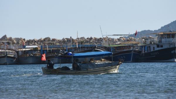 Kekova yabancı yatlar ve balıkçı teknelerine kaldı