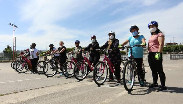 Kepezli kadınlar bisiklet sürmeyi öğreniyor