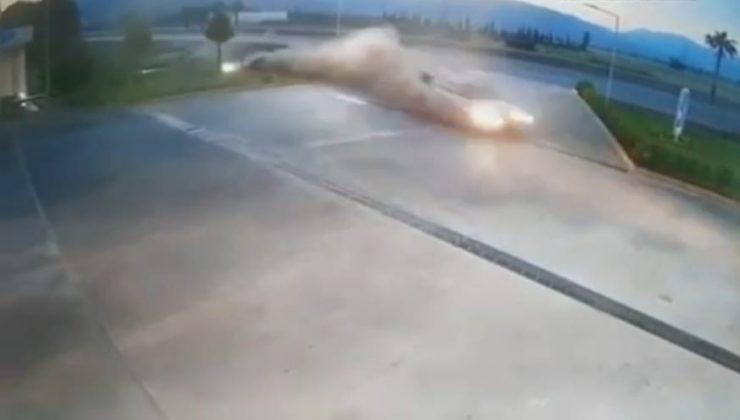 Kontrolden çıkan otomobil akaryakıt istasyonuna daldı, faciadan dönüldü