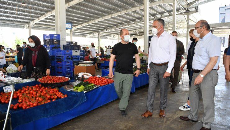 Konyaaltı Belediye Başkanı Esen, pazar denetiminde