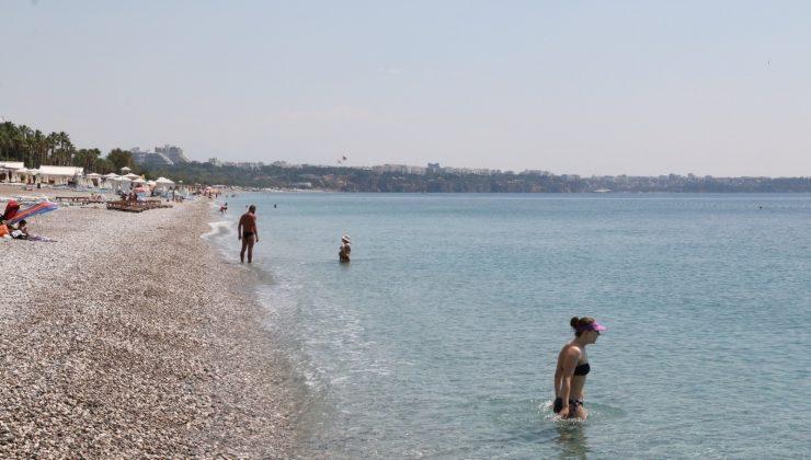 Konyaaltı sahili normalleşme öncesi son kez turistlere kaldı