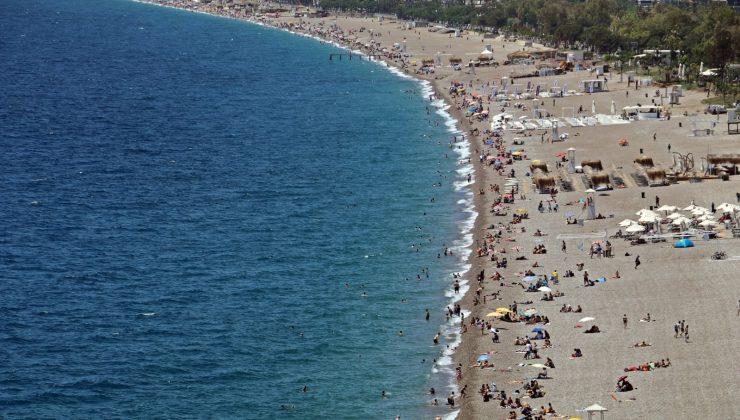 Konyaaltı Sahili'nde 19 Mayıs yoğunluğu