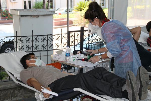 Manavgat MHP'den kan bağışı